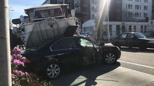 Ride the Ducks of Seattle auto collision March 2017